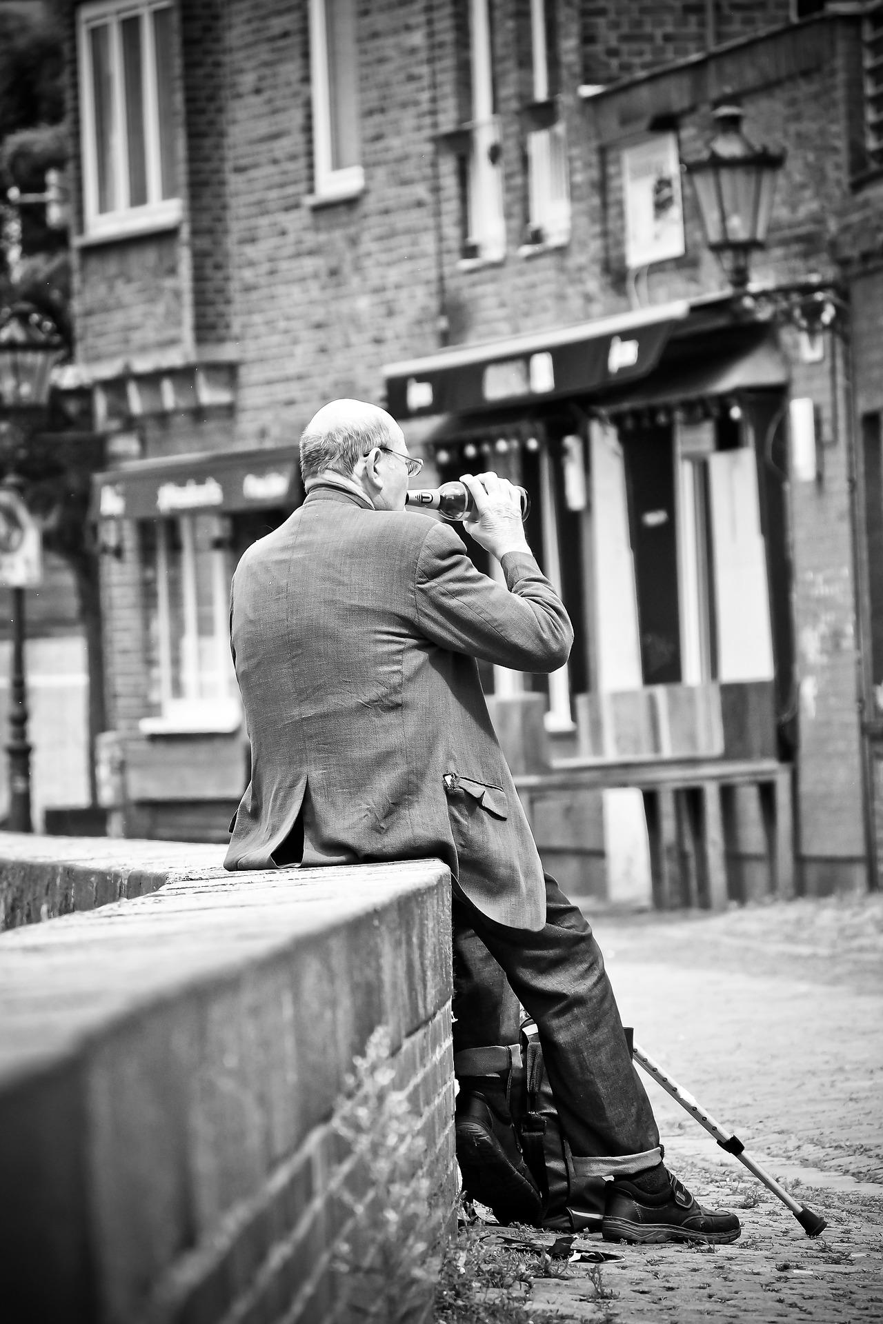 Begeleid jij ouderen in Amsterdam waarbij je je zorgen maakt om hun alcoholgebruik?